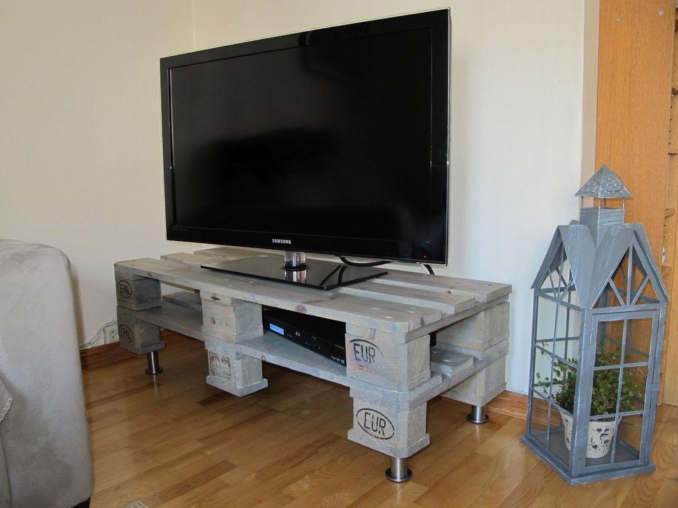 Как сделать столик под телевизор своими руками