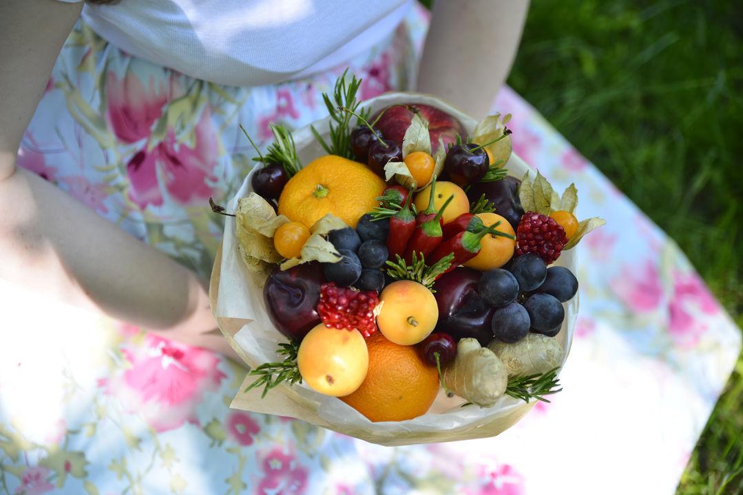 Букеты из цветов и фруктов своими руками для начинающих 695